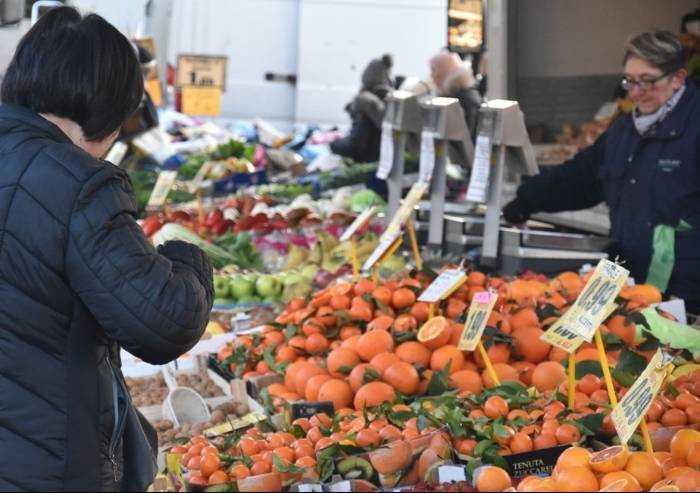 Coronavirus, mercato del lunedì si fa: ma solo prodotti alimentari