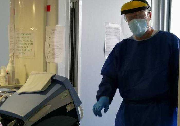 Ospedali Modena: 42 in terapia intensiva, 18 operatori positivi