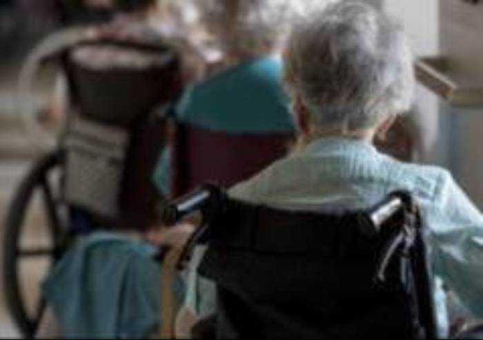 'Residenze anziani Modena, Comune dica se si lavora in sicurezza'
