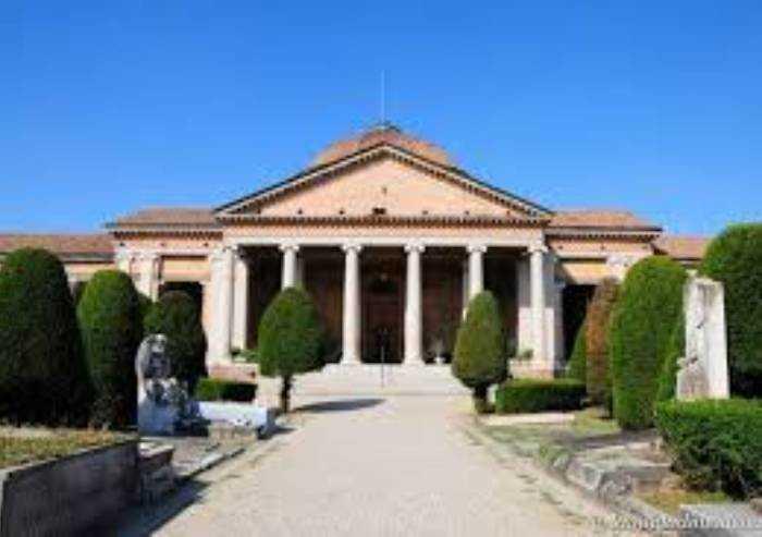 Coronavirus, sepolture nei cimiteri di Modena anche la domenica