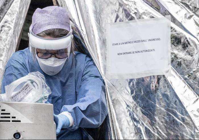 Coronavirus, Crisanti (virologo) mancano all'appello 450.000 casi