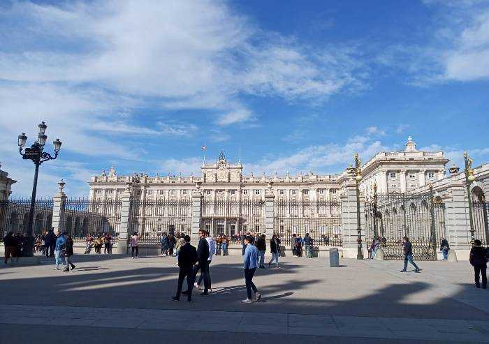 Viaggiatori sospesi tra Spagna e italia, le parole di un carpigiano