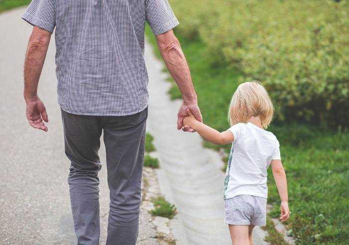 Coronavirus, circolare del Viminale: 'Sì a camminata genitore-figlio'