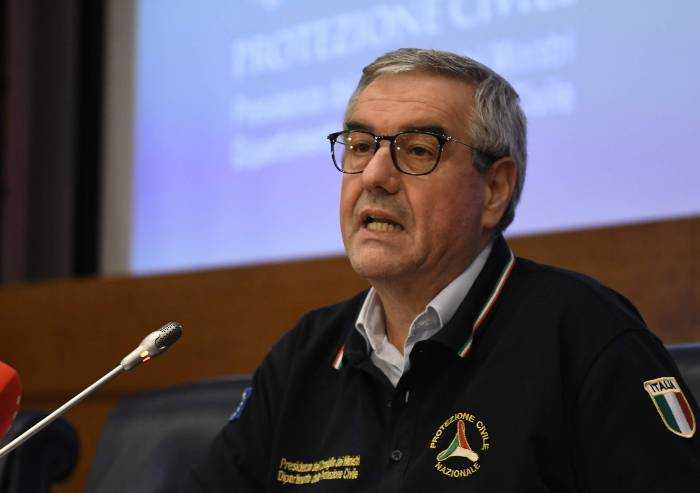 Borrelli: 'Dobbiamo stare in casa ancora per molte settimane'
