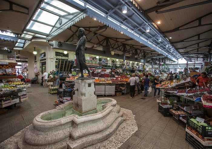 E il sindaco Muzzarelli a Modena riapre al pubblico mercato Albinelli