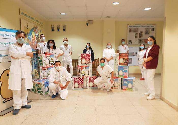 Bambini e Pasqua in ospedale  Uova e pensieri per i piccoli ricoverati