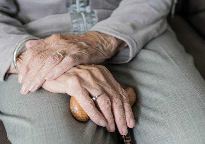 Contagi: almeno 3 su 10 in casa, si pensa a Cra Covid per anziani