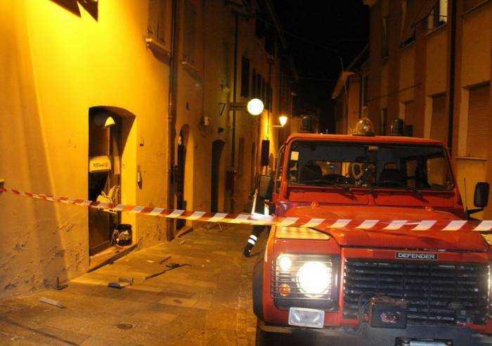 San Cesario, esplosione in pieno centro: fatto saltare il Postamat