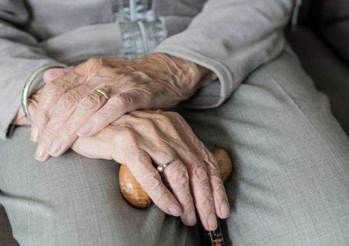 Case di riposo Modena, 10% del personale sanitario è Covid positivo