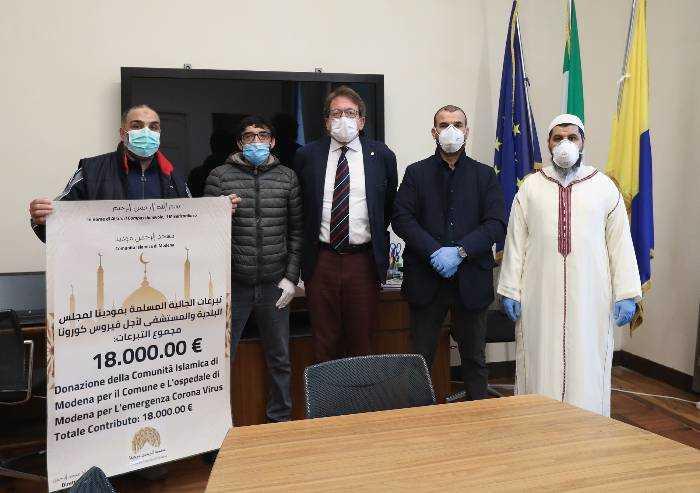 Coronavirus, comunità islamica consegna a Muzzarelli 18mila euro