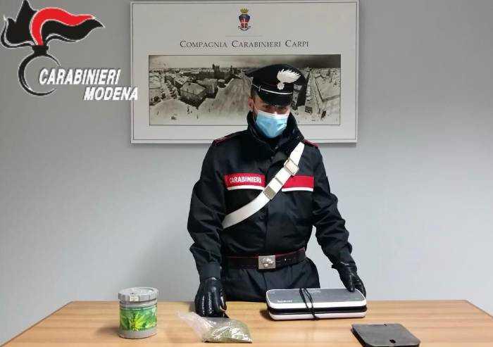 Da casa organizza spaccio, sbaglia invio sms e arrivano i Carabinieri