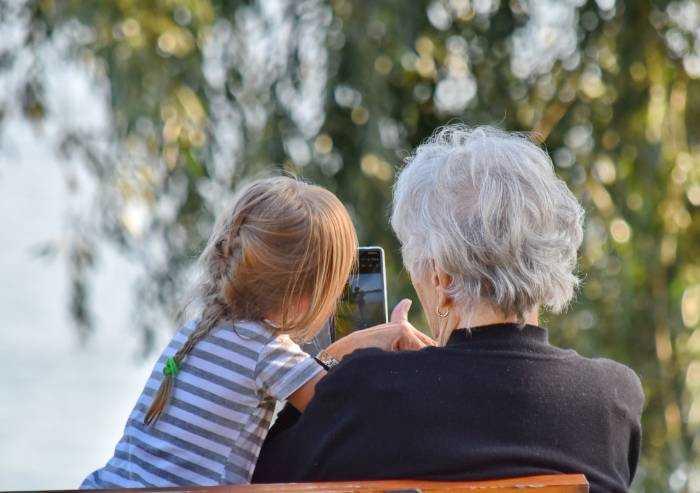 I nonni prestino soldi allo Stato per il futuro dei nipoti