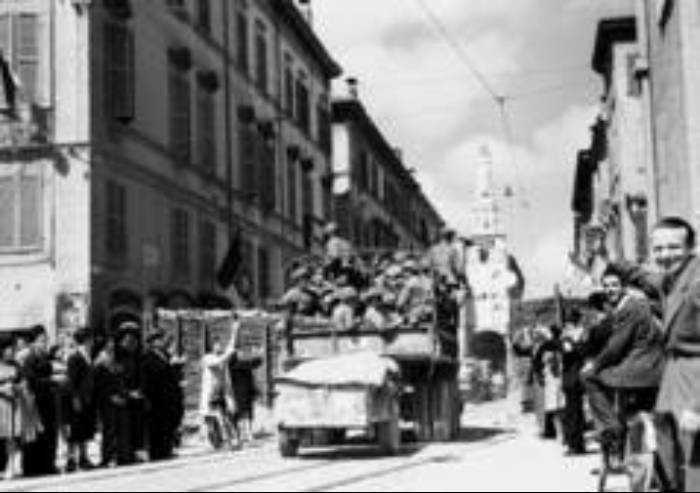 Festa della Liberazione, campane del 600 e cori delle Mondine a Modena
