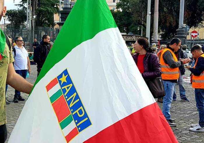 'No a funerali e celebrazioni di Pasqua, ma ok a Anpi in piazza'