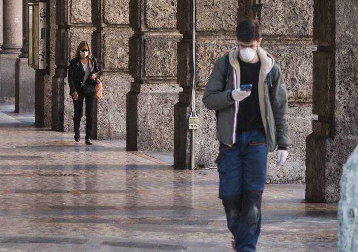 Bonaccini chiede al Governo mascherine obbligatorie anche all'aperto
