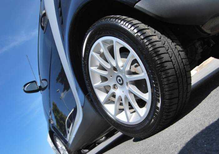 I vantaggi dei pneumatici estivi e perché conviene comprarli