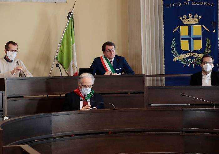 Volta Pagina Modena: 'Sindaco, basta morire di covid nelle cra'