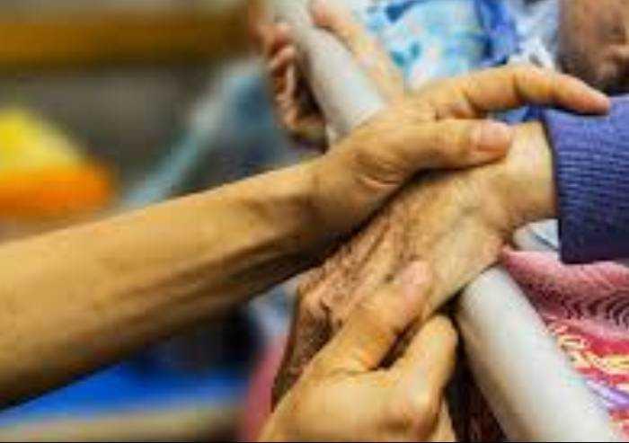 Apocalisse nelle cra, a Reggio morti 200 anziani. Contagiato il 21%