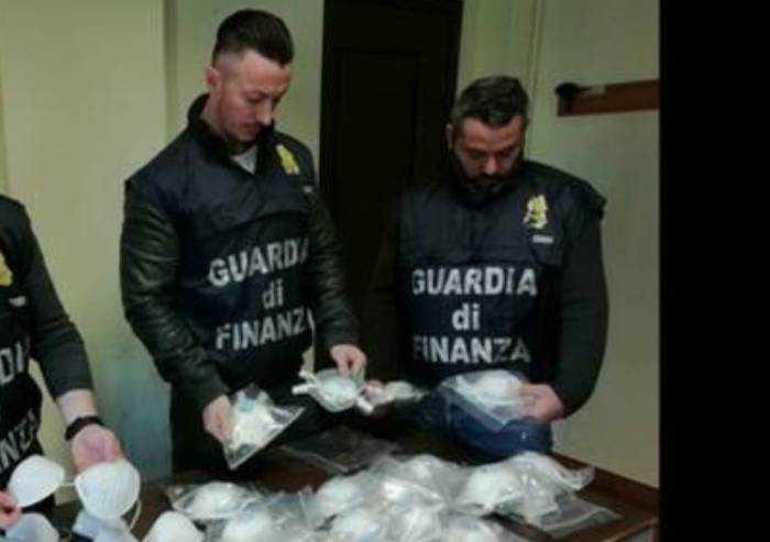 Modena, sequestrate 157mila mascherine cinesi: valore 800mila euro