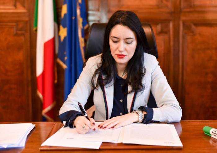 Ministro Azzolina: 'A settembre lezioni metà a scuola e metà a casa'