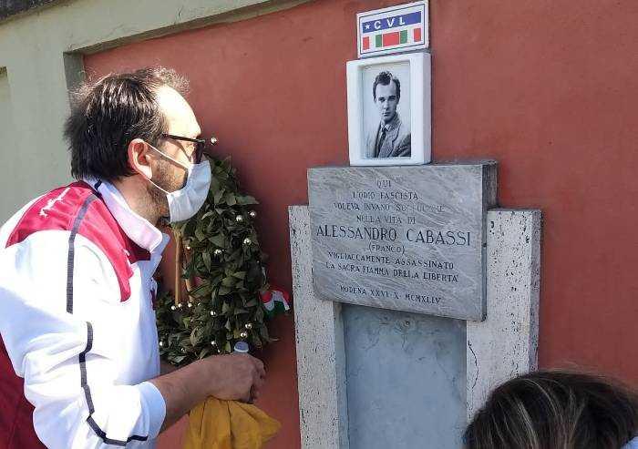 Modena, ripristinata la lapide vandalizzata dedicata a Cabassi