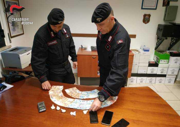 San Cesario, nascondevano droga in un casolare: arrestati