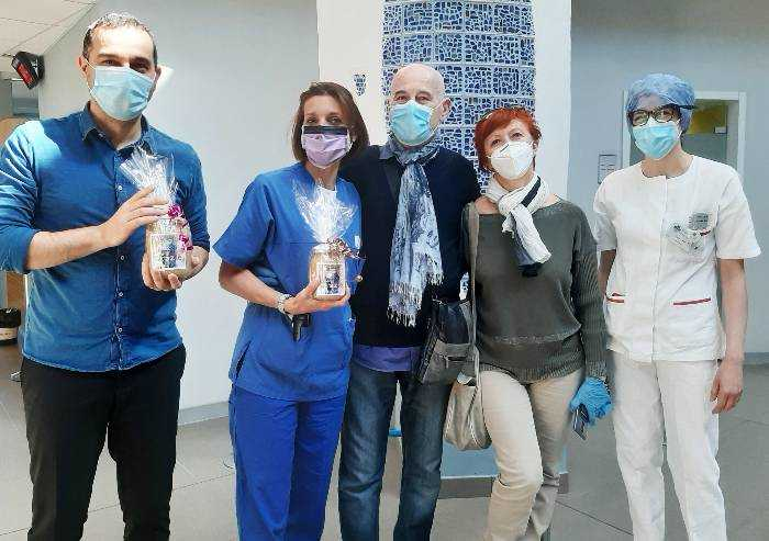 Covid, primo paziente guarito torna in ospedale a Sassuolo e ringrazia