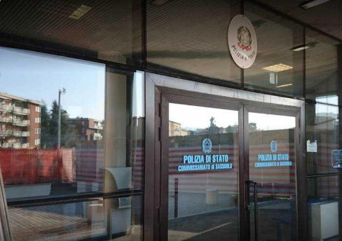 Sassuolo, 33enne in escandescenza distrugge vetrina del commissariato