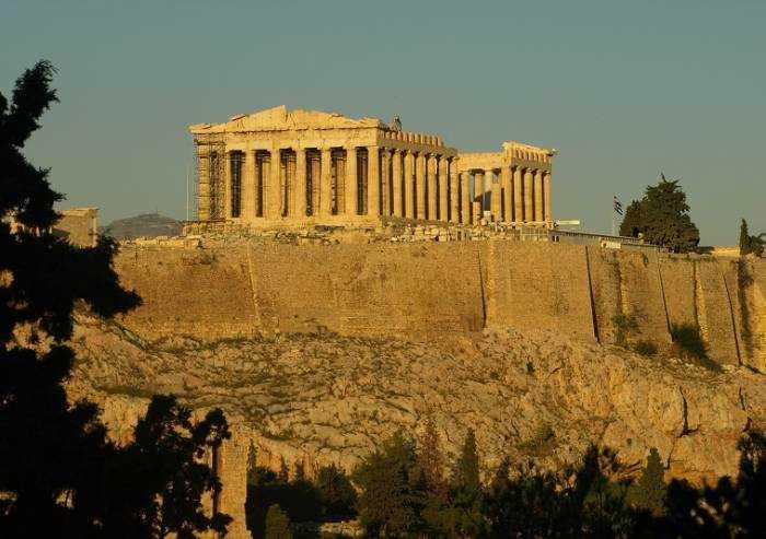 Atene, verrà abbattuta la terrazza panoramica di un hotel a 5 stelle