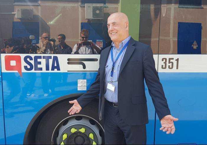 Modena, Seta nella bufera. Usb: 'Oggi un bus ha quasi perso una porta'