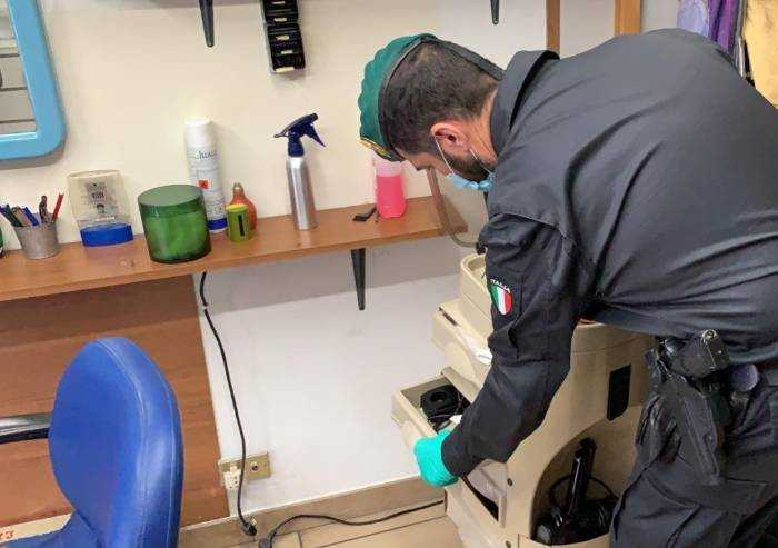 Modena, sequestrate 61.000 mascherine senza certificazione
