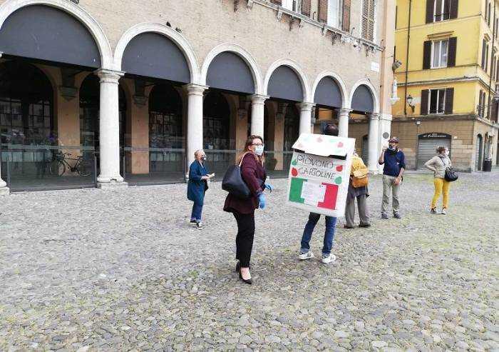 Sindacati in piazza a Modena contro la privatizzazione di due nidi
