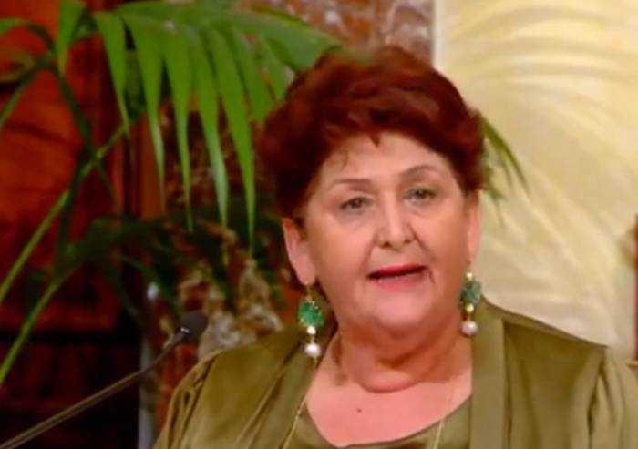 Permessi di soggiorno immigrati, ministro Bellanova piange in diretta