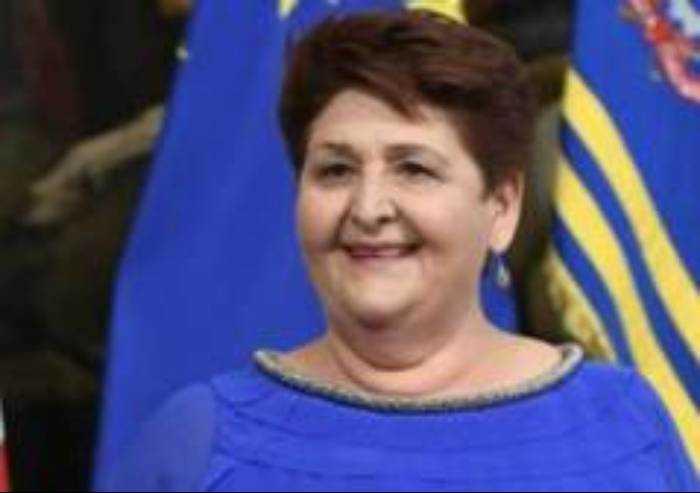 Il Ministro si commuove e annuncia: Regolarizziamo 600 mila migranti