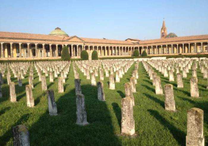 Lockdown finito, anche i cimiteri a Modena riaprono 7 giorni su 7