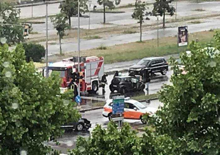 Schianto in viale Corassori a Modena: due conducenti ferite