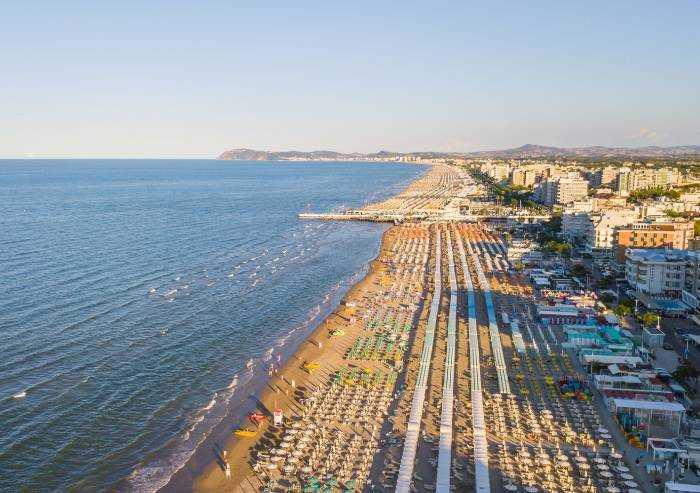 Riviera, la Regione anticipa la riapertura degli stabilimenti balneari