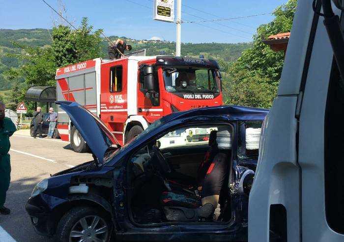 Montecreto: scontro auto-camion, ferito un uomo