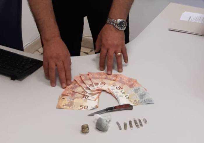Al Novi Sad con droga da spacciare ed un coltello in tasca: denunciato