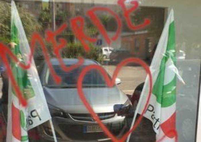 Fiorano: imbrattata da vandali con 'cuore' la sede PD