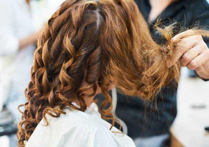 Modena, estetiste e parrucchieri possano aprire di sera e festivi