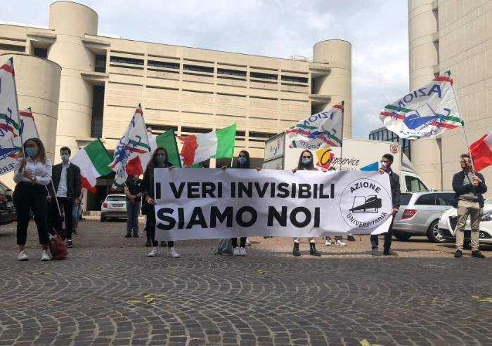 Azione universitaria protesta: 'Studenti universitari dimenticati'