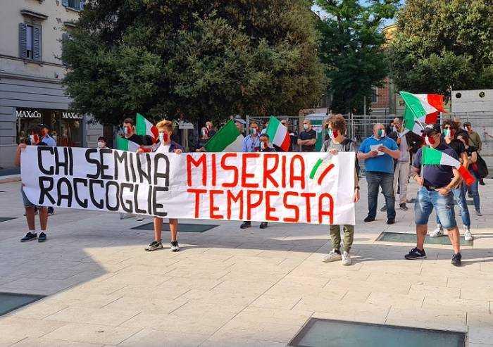 Le Mascherine Tricolori in centro a Modena