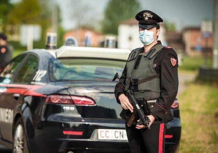 Camposanto: spacca la vetrina di un bar, un cancello e viene arrestato