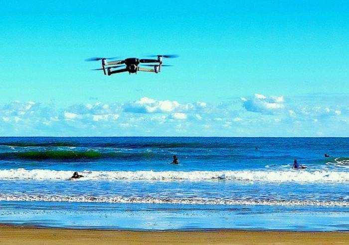 Spiagge post-covid: il ritorno dei droni. Controlleranno i bagnanti