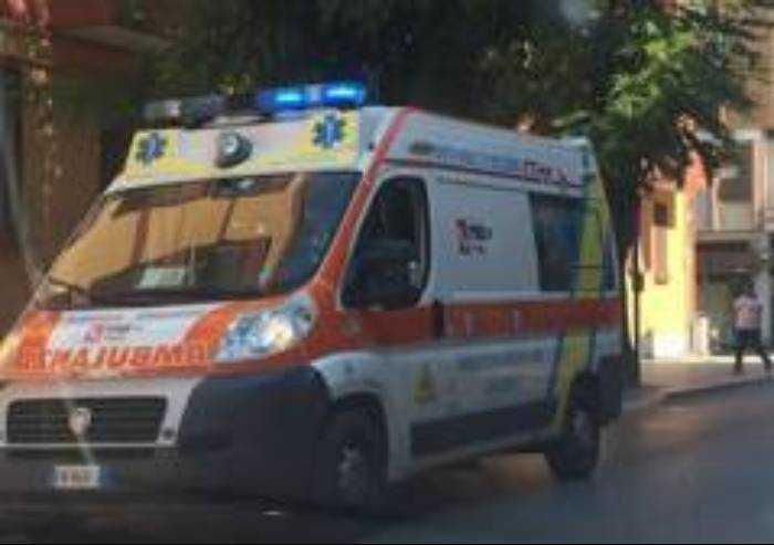 Spezzano, bimba di tre anni cade da finestra al secondo piano: salva