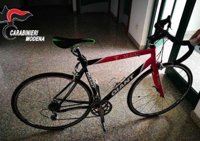 Carpi, ruba bici e pubblica annuncio per venderla: denunciato minore