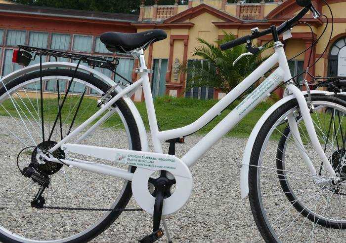 E l'Ausl potenzia ospedali del territorio: consegnate 10 biciclette
