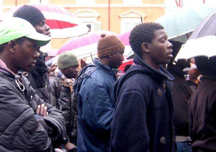 'Immigrati, a Modena chi partecipa regolarmente a bandi è penalizzato'