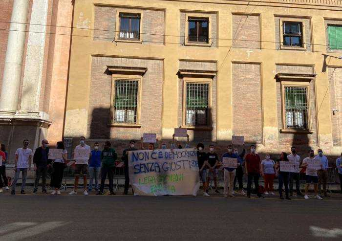 Flash Mob Lega davanti al Tribunale: 'No a correnti in magistratura'